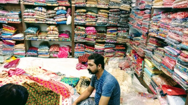 Salesman showing the Phulkari dupattas