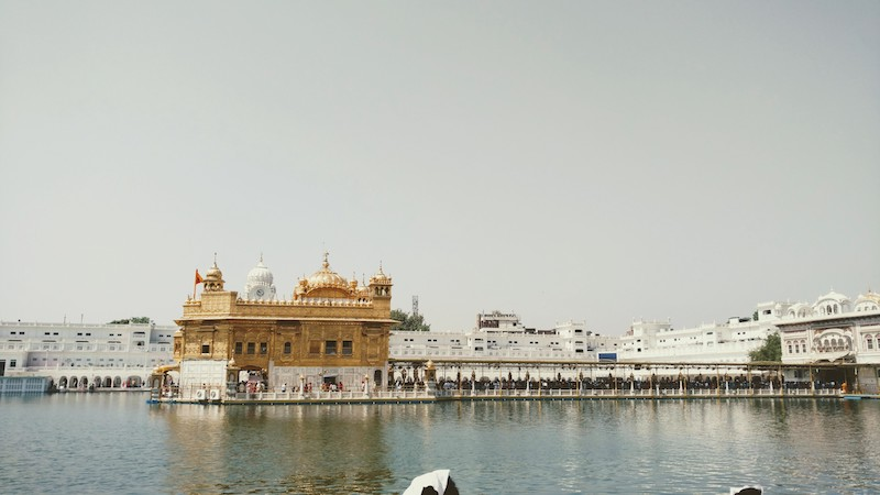 The long queue on the causeway to Sri Harmandir Sahib Gurdwara