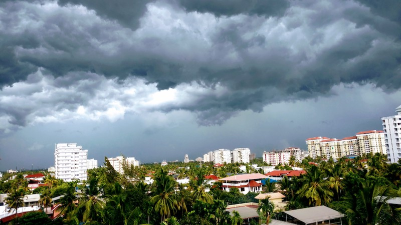 The clouds gather for a spectacular show @ Kochi