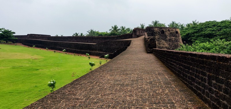 The rampart and a bastion of the Bekal fort