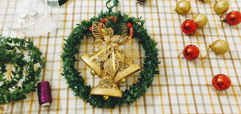 A DIY Christmas wreath