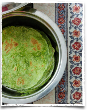 The roundish Palak (Spinach) Chapatis