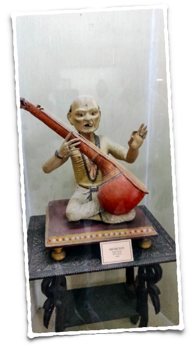 This figurine of a toothless musician looks endearing